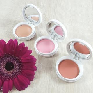 Pour un maquillage sophistiqué, ajoutez une petite touche de blush pour donner un coup de pep's à votre teint. Les Fards à Joues Eye Care Cosmetics sont enrichis à l'extrait naturel de concombre afin de préserver le taux d'hydratation de la peau, parfait pour celles sensibles. #eye_care_cosmetics   #blush #fardajoues #peausensible #makeup #skinmakeup #hautetolerance #eyecarecosmetics