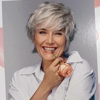 A l'occasion d'Octobre Rose, nous nous sommes associés à Elite Hair International et ses plus de 90 instituts partenaires pour se mobiliser en faveur de la lutte contre le cancer du sein. Pendant tout le mois rose, des kits bien-être cocooning spécial patiente sont offerts dans les hôpitaux partout en France, dans lesquels nous avons eu le plaisir d'insérer un Ultra Vernis protecteur des ongles des patientes en traitement.  #eye_care_cosmetics #onglesfragiles #onglesabimés #soinsdesupport #cancer #chimiotherapie #silicium #peausensible #hautetolerance