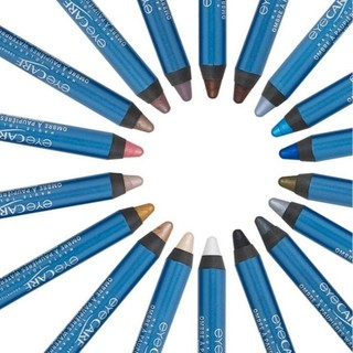 Pour un maquillage des paupières irisé et lumineux, à la tenue parfaite quelques soient les conditions, l'Ombre à Paupières Waterproof est idéale. Avec ses 22 teintes, vous trouverez forcément celle qui vous conviendra le plus.  Si vous souhaitez tester votre teinte préférée, rejoignez notre programme ambassadrices et vous aurez peut être la chance de faire partie des 60 personnes qui seront sélectionnées pour essayer la teinte de leur choix et nous donner leur avis. Pour postuler au programme ambassadrice, lien en bio et en commentaire ou rendez-vous sur notre site.  #eye_care_cosmetics #ambassadrice #ombreàpaupières #maquillageyeux