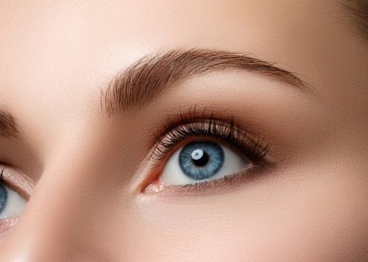 How best to apply eyebrow make-up
